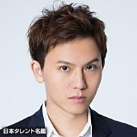 岡田 亮輔(オカダ リョウスケ)